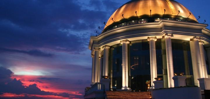 Новый год в Бангкоке. Новогодний шар в отеле Tower Club at Lebua!