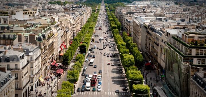 Avenue des Champs-Elysees. Париж, Франция