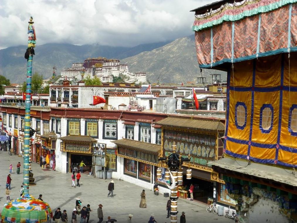 Barkhor Street. Lhasa,Tibet. Foto by tripadvisor.com