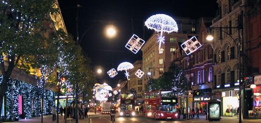 Рождественские декорации на Оксфорд-стрит в Лондоне