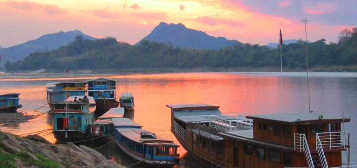 Утро на реке Меконг в Луанг Прабанг, Лаос. Фото www.en.wikipedia.org