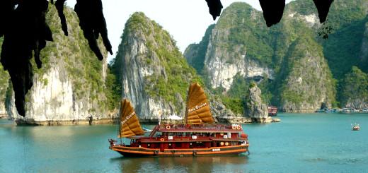 Бухта Халонг (Vịnh Hạ Long, Halong Bay), Вьетнам. Фото Www.wikipedia.org